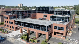Aerial Video - Grosvenor House, Redhill - Office for rent - 11,700 to 41,042 sq ft