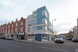 Primary Photo - 31 Bedford Hl, London - Shop for rent - 1,100 sq ft