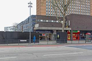 Primary Photo - 4-4A Broadway, London - Shop for rent - 1,600 sq ft