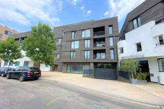 Primary Photo - Unit 2, Commerce Rd, Brentford - Healthcare space for sale - 1,056 sq ft