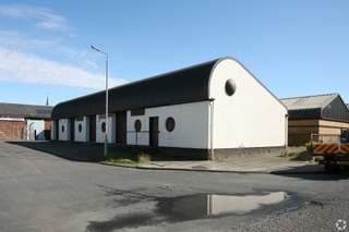 Primary Photo - 5-8, Hill St, Ardrossan - Industrial unit for rent - 474 sq ft