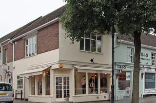 Primary Photo of 153 High St, Berkhamsted