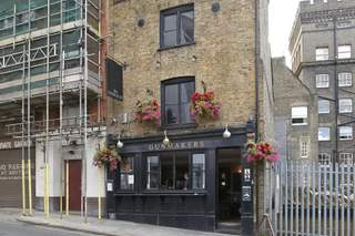 Primary Photo of Gunmakers Arms