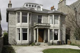 Primary Photo of 60 Queens Rd