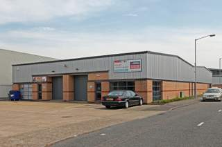 Primary Photo - 409-412 Montrose Ave, Slough - Industrial unit for rent - 2,341 sq ft
