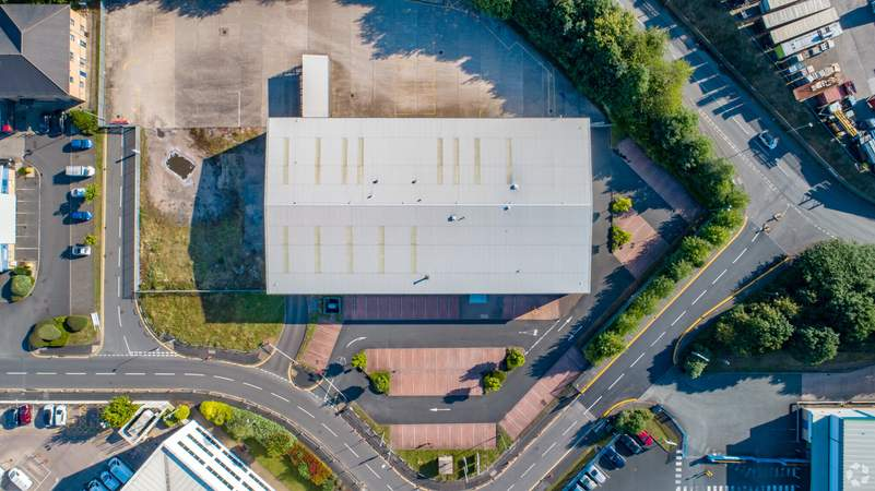 Aerial - Direct House, Oldbury - Industrial unit for rent - 27,484 sq ft