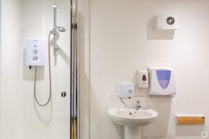 Shower room - Whitefriars, Bristol - Office for rent - 1,351 to 3,172 sq ft
