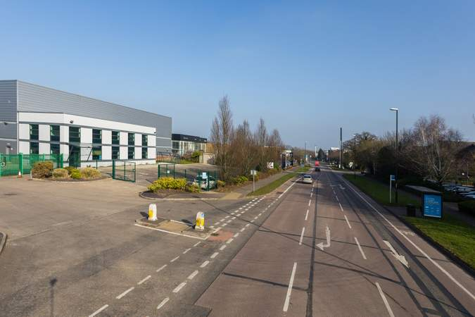 View east, unit on the left - Gatwick 30, Unit 200, Crawley - Industrial unit for rent - 3,341 to 30,395 sq ft