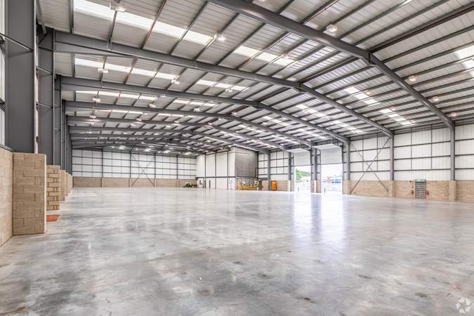 Interior Photo - 64-66 Alpine Way, London - Industrial unit for rent - 27,866 sq ft