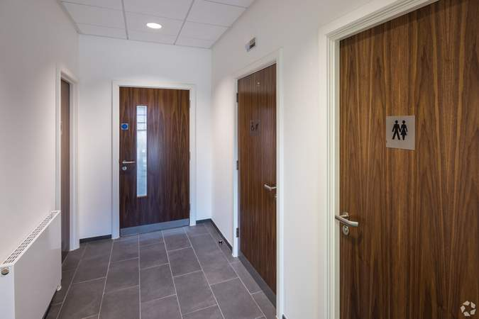 Ground floor toilets including disabled access toilet - Gatwick 33, Crawley - Industrial unit for rent - 33,294 to 33,258 sq ft