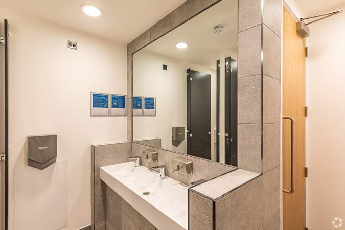 Bathroom - Cannon Street, London - Co-working space for rent - 100 to 27,489 sq ft