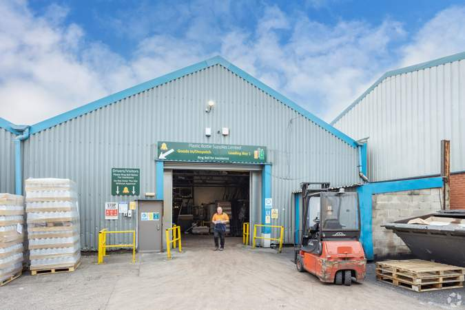 Unit 4 - Stafford Court, Units 1-11, Wolverhampton - Industrial unit for rent - 5,000 to 7,600 sq ft