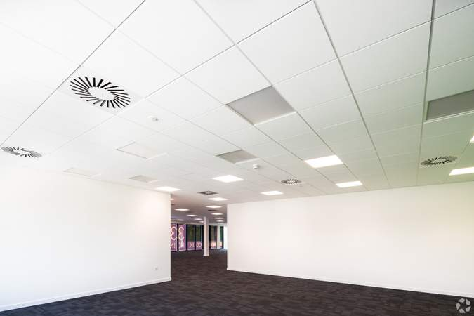 First floor Office secondary space just off main office - Gatwick 33, Crawley - Industrial unit for rent - 33,294 to 33,258 sq ft