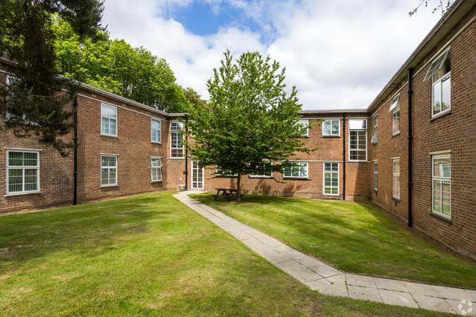 Gardens surrounding building with benches - Business Centre, Churchill Square Business Centre, West Malling - Office for rent - 101 to 994 sq ft