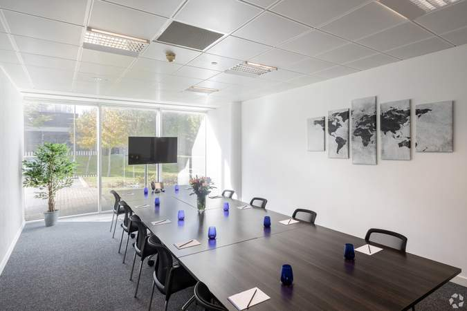 Meeting Room - 450 Brook Dr, Reading - Co-working space for rent - 50 to 2,645 sq ft