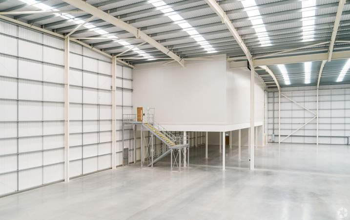 Warehouse access to first floor office - Dartford X, Unit A, Dartford - Industrial unit for rent - 75,277 sq ft