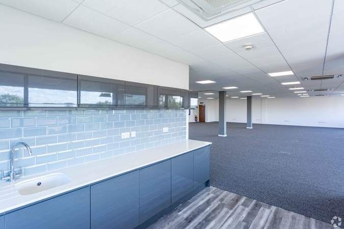 Kitchen and offices - Braebourne House, Bristol - Office for rent - 1,250 to 2,560 sq ft