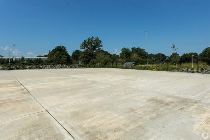Building Photo - Gatwick 33, Crawley - Industrial unit for rent - 33,294 to 33,258 sq ft