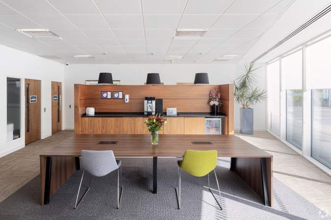 Lounge - 450 Brook Dr, Reading - Co-working space for rent - 50 to 2,645 sq ft