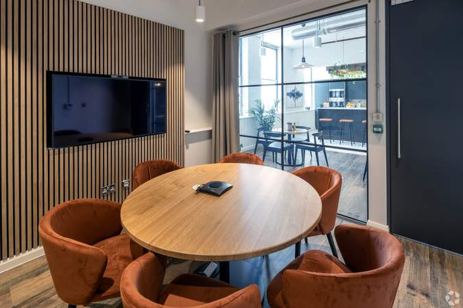 2nd Floor Meeting Room - Broad Street Mall / Quadrant House, Broad Street Mall, Reading - Co-working space for rent - 291 to 5,194 sq ft