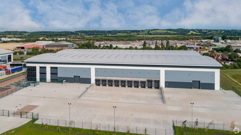 Dock Doors and Truck Court - Lichfield Rd, Burton On Trent - Industrial unit for sale - 103,069 sq ft