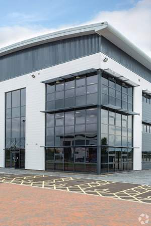Office Frontage - Lichfield Rd, Burton On Trent - Industrial unit for sale - 103,069 sq ft