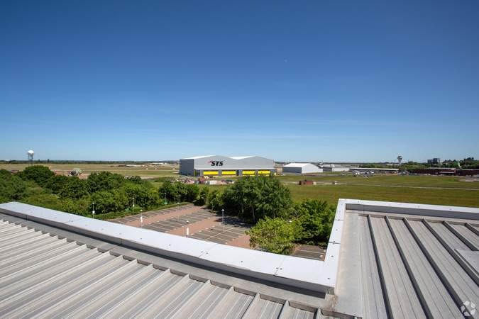 Airport view from the roof - Eagle 2, Eagle Court Business Park, Birmingham - Office for rent - 5,916 to 21,948 sq ft