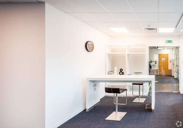 Business Lounge - Ground Floor - 400 Pavilion Dr, Northampton - Co-working space for rent - 200 to 22,326 sq ft