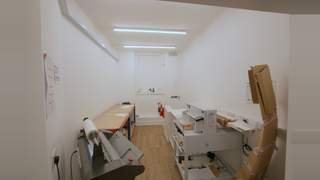 Newly Refurbished Retail Unit picture No. 9