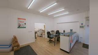 Newly Refurbished Retail Unit picture No. 3
