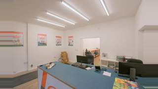 Newly Refurbished Retail Unit picture No. 5