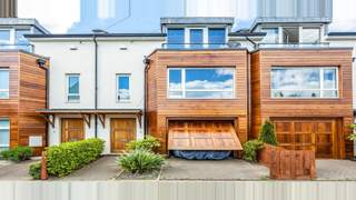 Primary Photo of 2 Lincoln Road, London N2 9DL