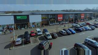 Primary Photo of B&Q and Pets at Home, Mid Sussex Retail Park, Burgess Hill