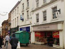 Primary Photo of 4 High Street, Banbury OX16 5DZ