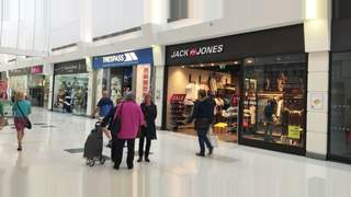 Primary Photo of Unit 33A Marches Mall, The Thistles Shopping Centre, Stirling, FK8 2EA