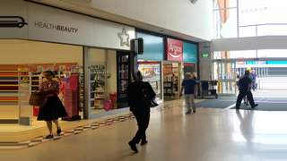 Primary Photo of Unit 20-21 Arcades Shopping Centre, Arcades Shopping Centre, Ashton Under Lyne, OL6 7JE
