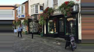 Primary Photo of Retail Property With 2 Bed Maisonette